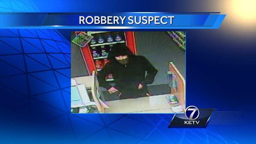 _web-cvs-pharmacy-robbery-suspect_0120.jpg