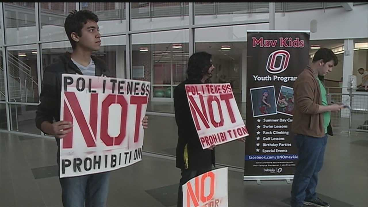 Students rally against smoking on campus