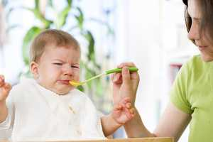 Poor Appetite:Spitting up and dribbling milk with burps or after feedings is fairly common in newborns. However, forceful or projectile vomiting, or spitting up large amounts of milk can indicate a problem.