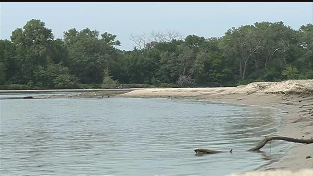 Work begins again on levee project along Platte River