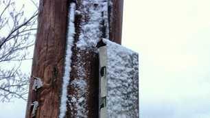 Snow sticking to light pole