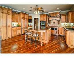 Top notch appliances, plenty of space. This kitchen was made to entertain!