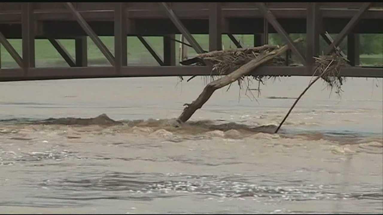 Floods destroy water pipes in Bella Vista