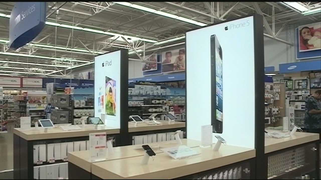 iPhone 5C and 5S arrives at Walmart