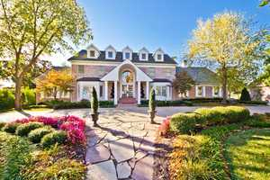 Take a tour of this 7,663 sq foot home. With 5 bedrooms, 5 bathrooms, and large kitchen, this home is a catch.http://www.portfolionwa.com/properties/detail/42-pinnacle-drive-rogers-72758