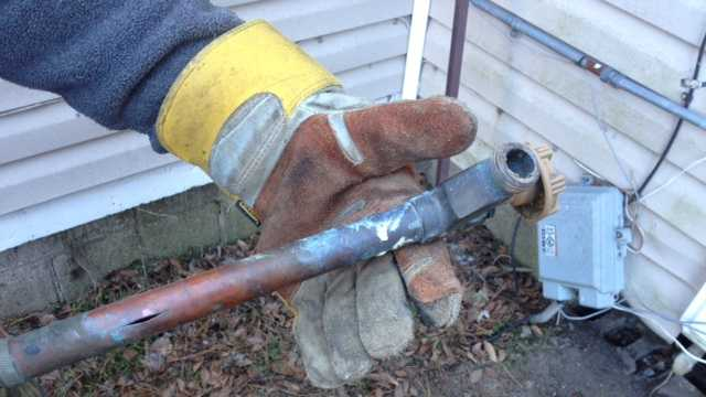 Homeowners deal with frozen pipes