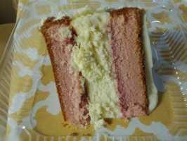 Briar Rose Bakery & Deli: Strawberry cake with New York Cheesecake