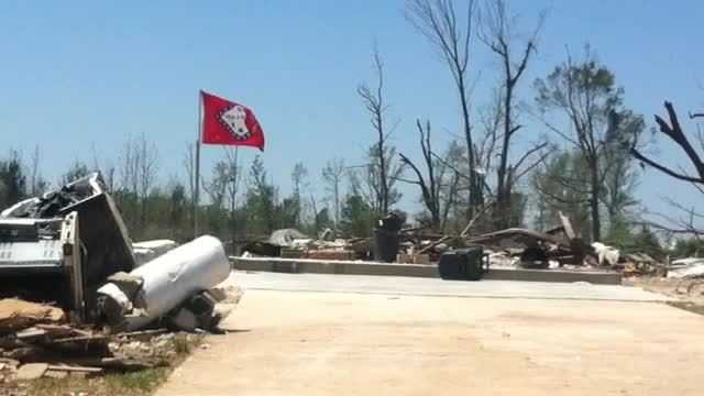 (img1)Tornado Victims Send Kids Back To School In Vilonia