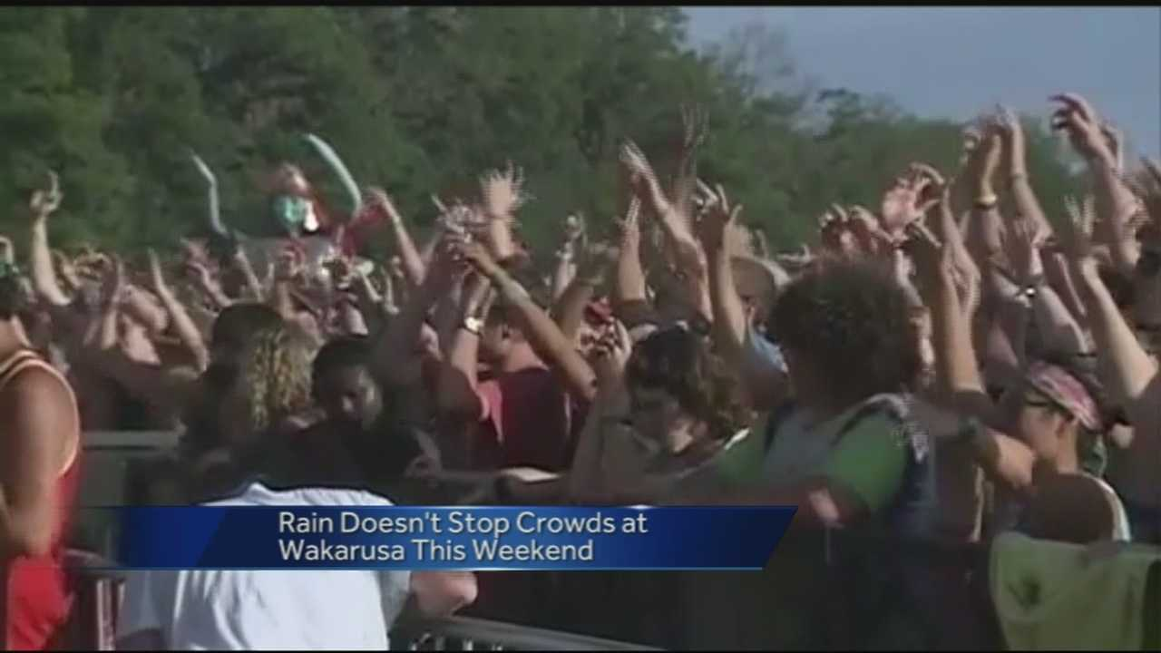 The rain didn't drive away the crowds Sunday at the Walkarusa Music Festival.