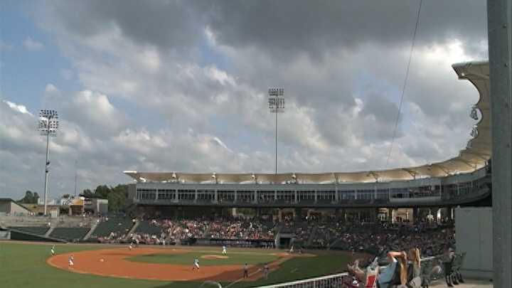 Naturals fans head to stadium despite rain threat