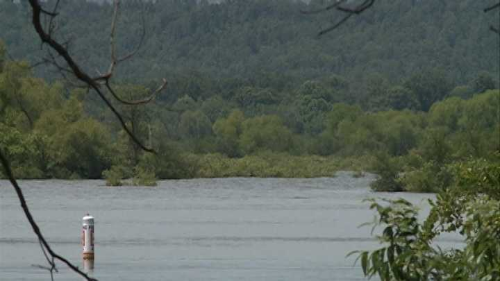 Authorities unable to find body in Lake Wister