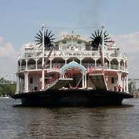 See the Mississippi River. You can visit one of the world's largest rivers with a steamboat cruise. Memphis also has 5 miles of public land along the river's banks.