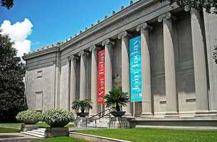 Visit the museums. The Houston Museum District contains 20 museums and galleries, 11 of which are always free.