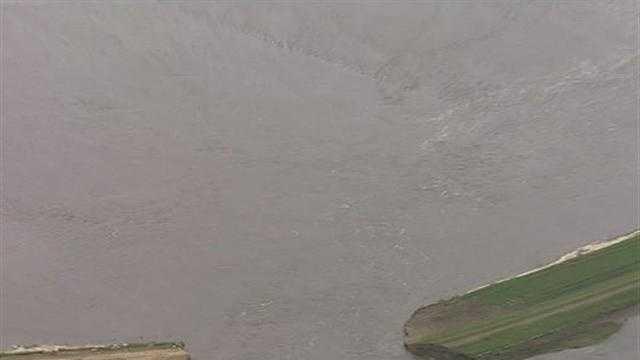 Raw Video: Levee Breach Along Missouri River - 28224682