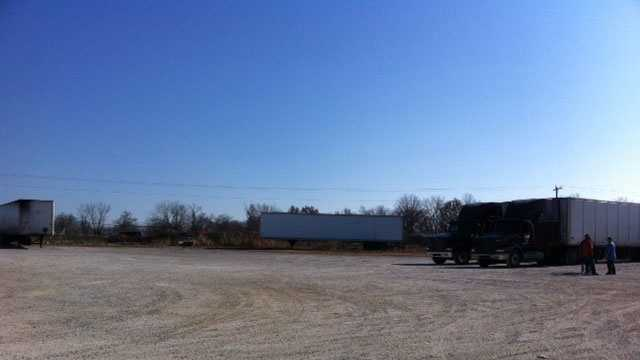 Tractor-trailer, car batteries theft