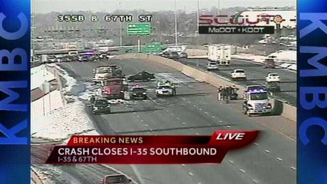 Crash closes part of I-35 in Johnson Co.