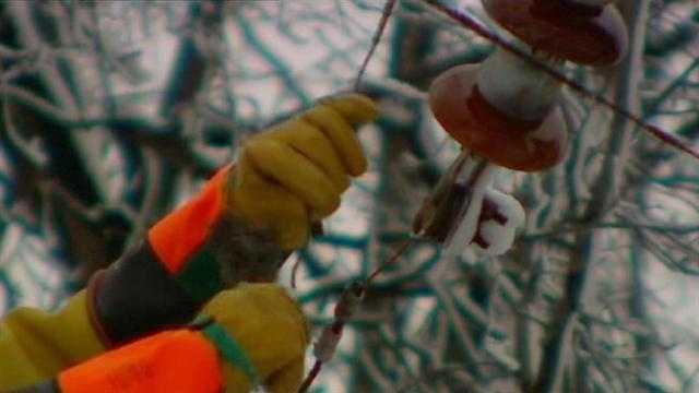 Power crews restore service after storm