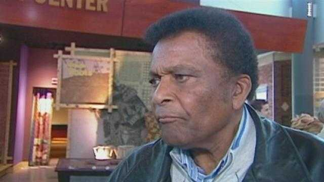 Country music singer and former Negro Leagues baseball player Charley Pride has received the Jackie Robinson Legacy Award at the Negro Leagues Baseball Museum.