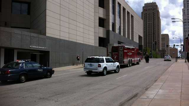 Image Downtown KC suspicious package