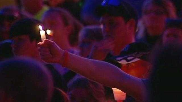 Hundreds gather for vigil to honor Ottawa homicide victims