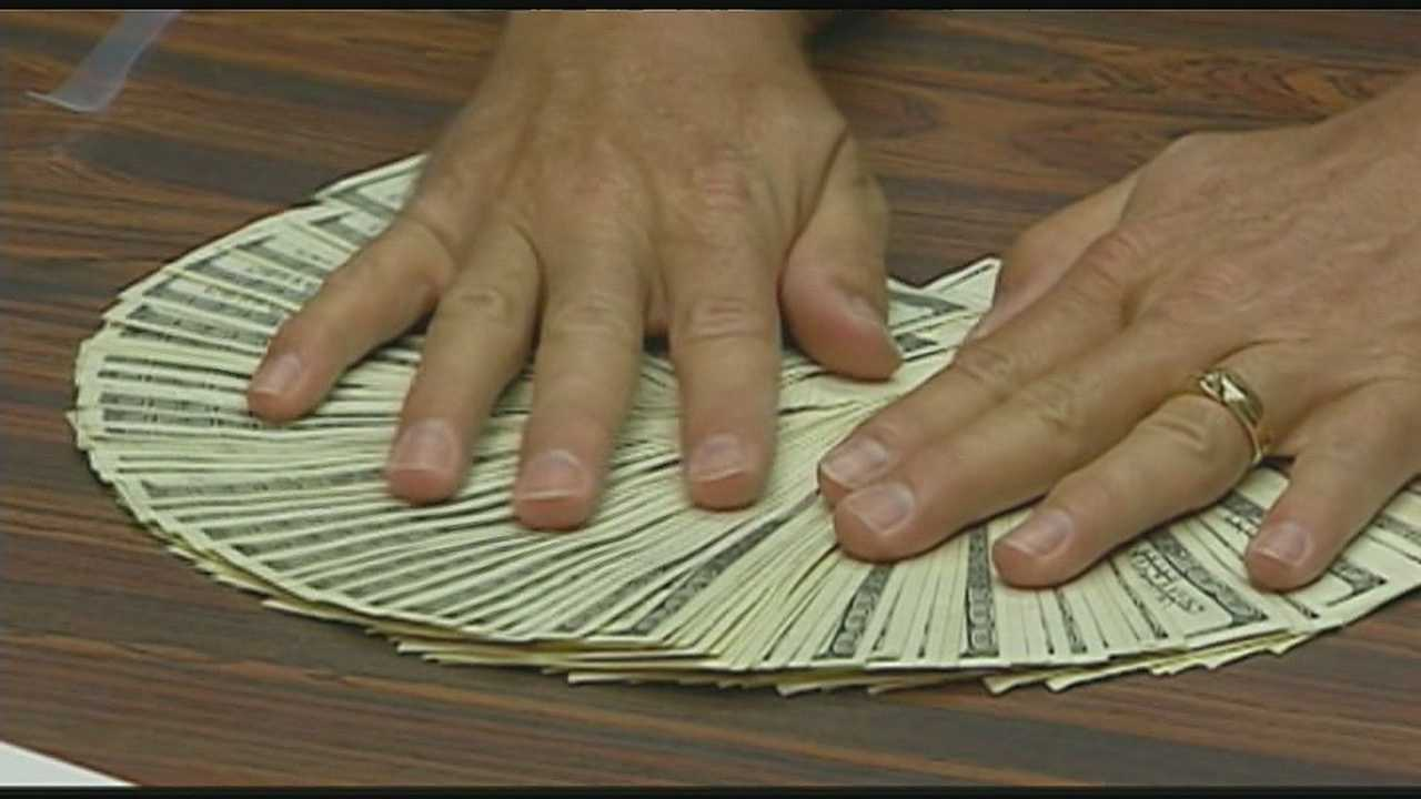 Boy finds $10K in drawer in KC hotel room