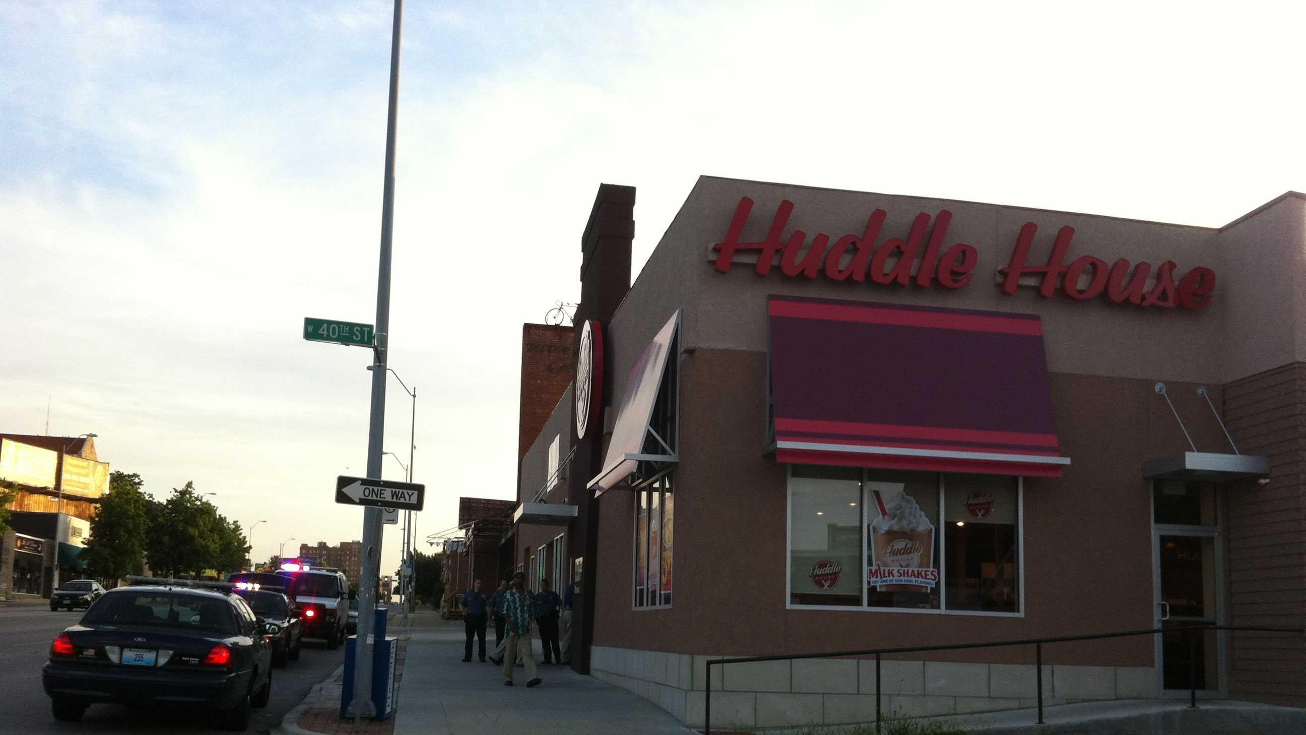 Huddle House robbery image 2