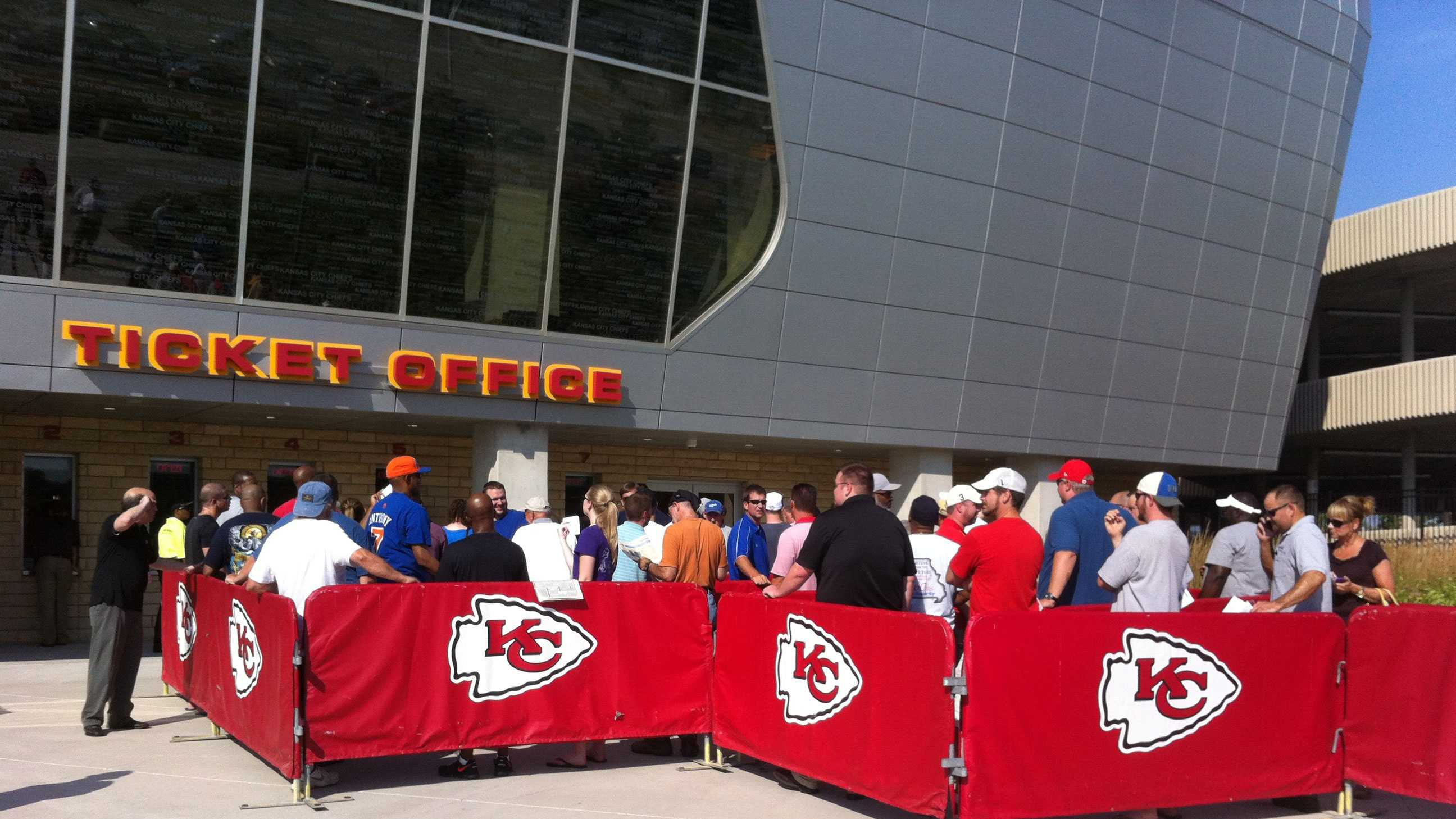 Chiefs fans buy single-game tickets