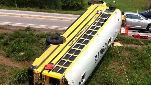 Image School bus crash 1