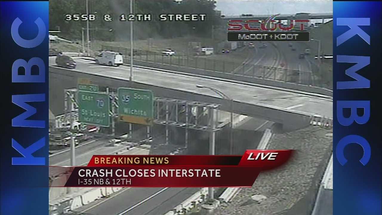 Image Crash closes I-35