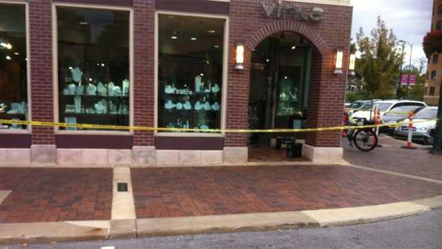Image Plaza robbery at Vinca Jewelry