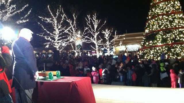 Image Zona Rosa lighting ceremony