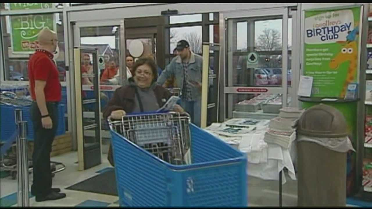 Shoppers storm stores for Thanksgiving Day sales