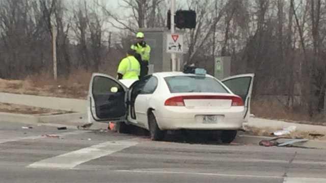 Independence police chase, crash