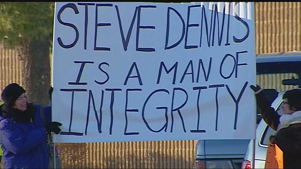 Image Steve Dennis supporters