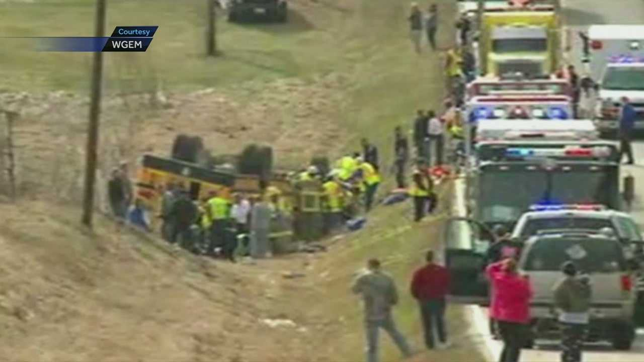 Image School bus crash in Ewing, Mo.