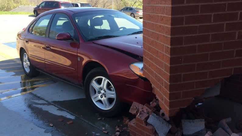 Image Car hits Riverside post office