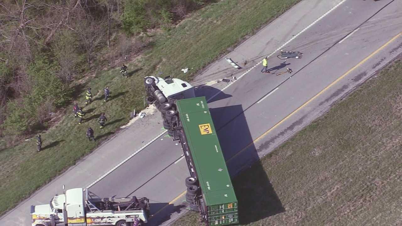 I-435, 169 Hwy. tractor-trailer overturned