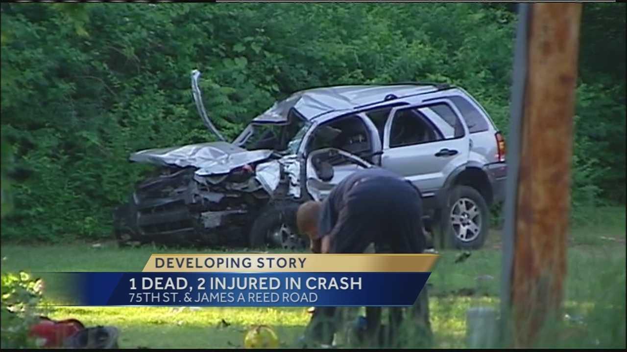 1 killed in Sunday night crash