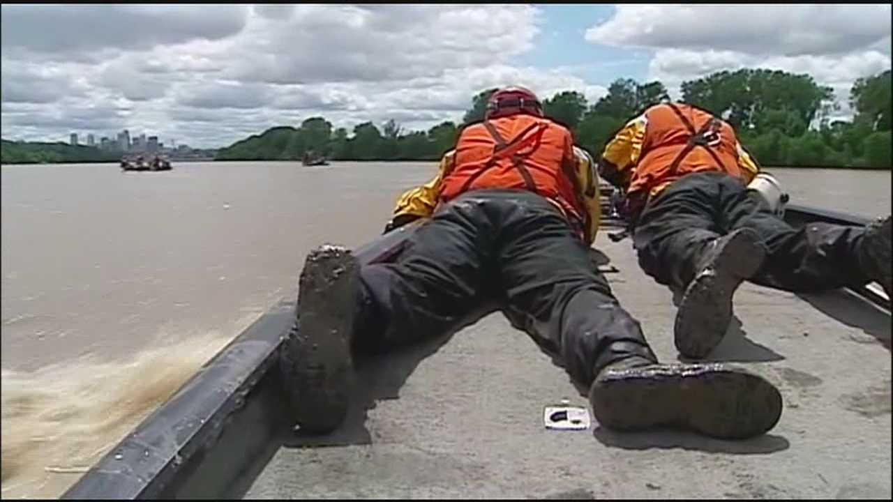 KC firefighters train for Missouri River rescues
