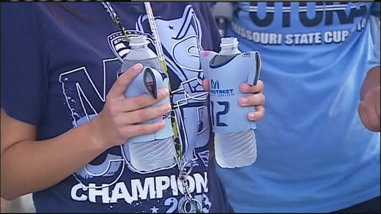 Soccer fans battle heat, humidity at Sporting Park