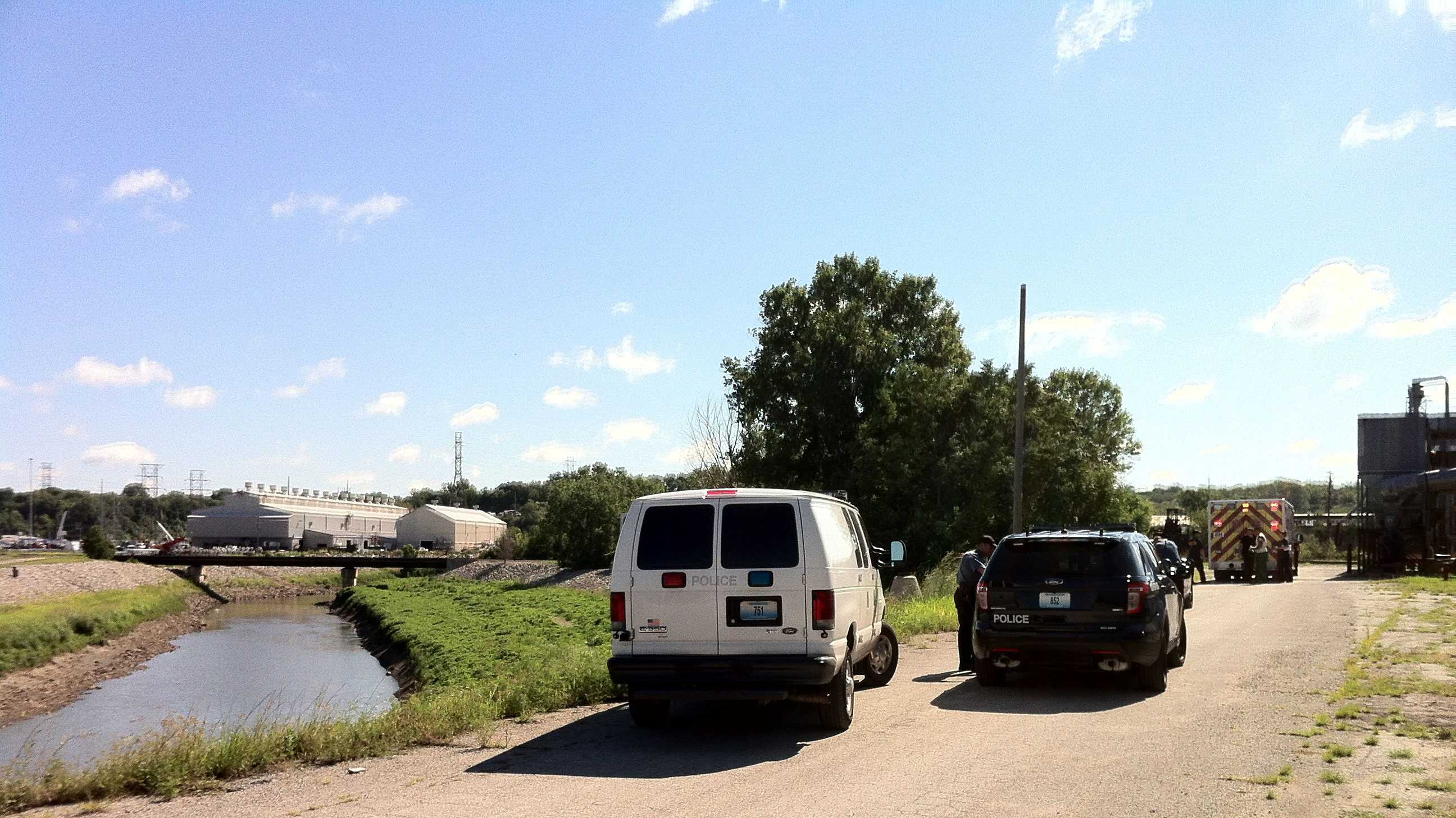 KC police pull suspect out of Blue River