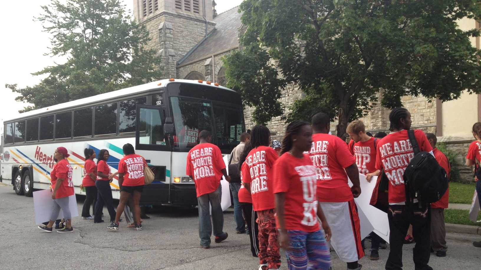 KC fast-food workers leave for convention