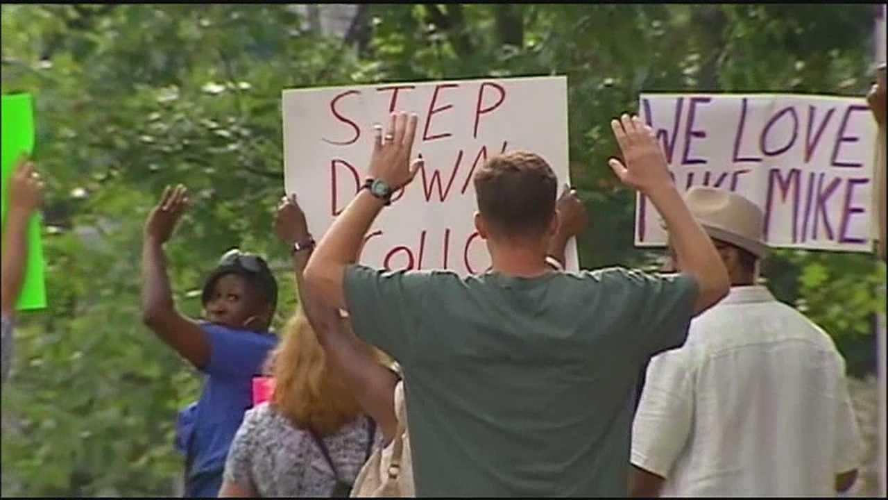 Ferguson protest calls for officer's arrest, new prosecutor