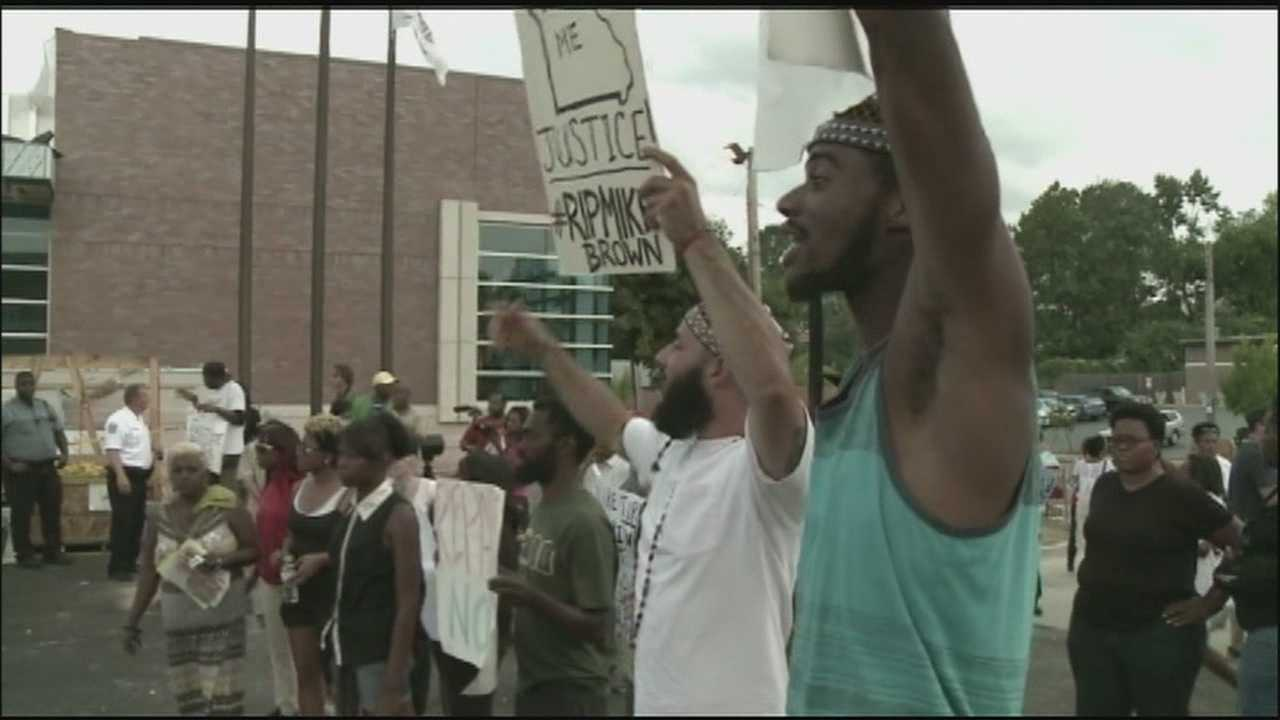 Image Ferguson protest marks 3 week anniversary