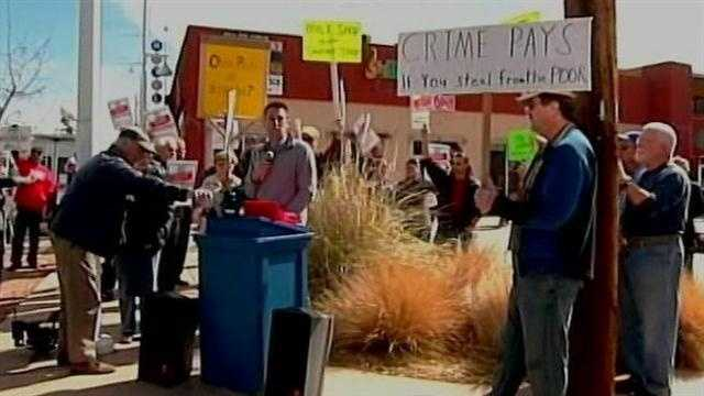 Crowds lined up outside an Albuquerque restaurant&#x3B; but it wasn't to sample their milkshakes! They were picketing the owner for refusing to pay his employees the city's new minimum wage.