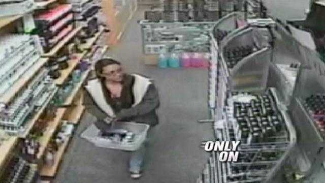 Thieves strike NM beauty shop