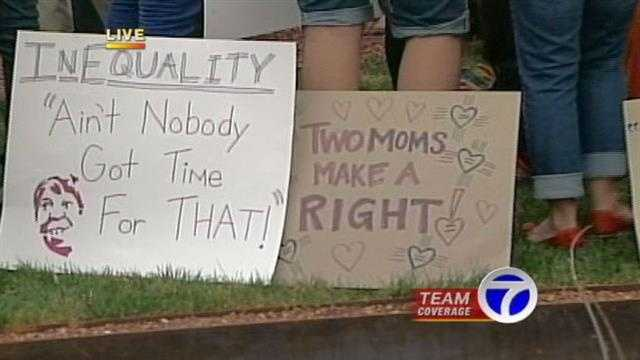 Hundreds rally in support of same-sex marriage