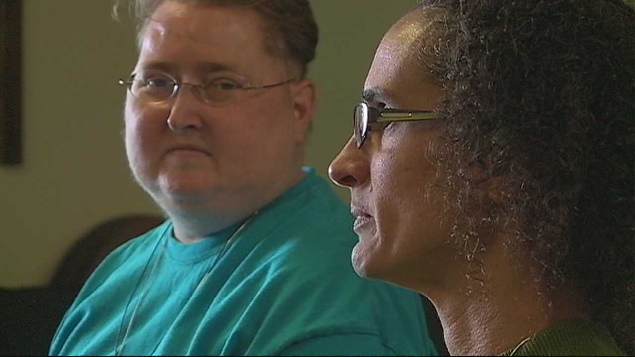 img-Same-sex couple wants judge to allow them to wed