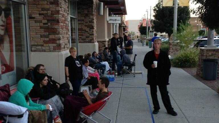 iPhone 5c line at ABQ Uptown