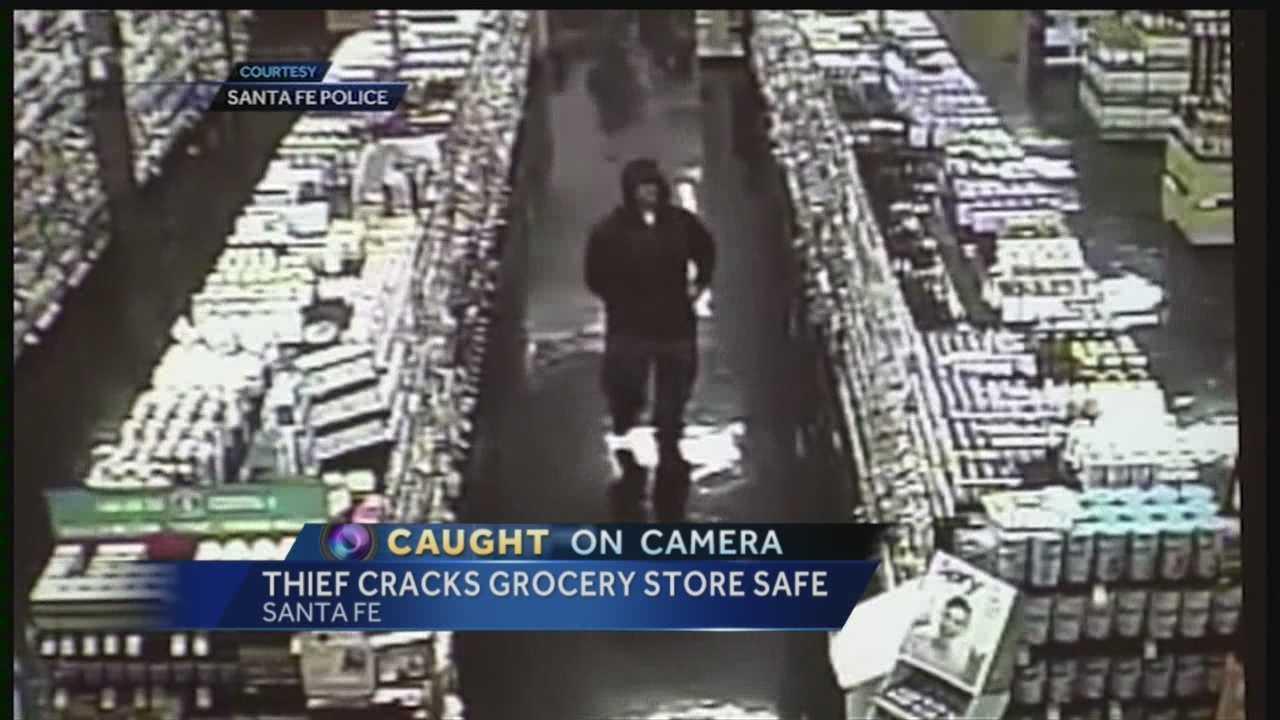 VIDEO: Thief cracks grocery store safe